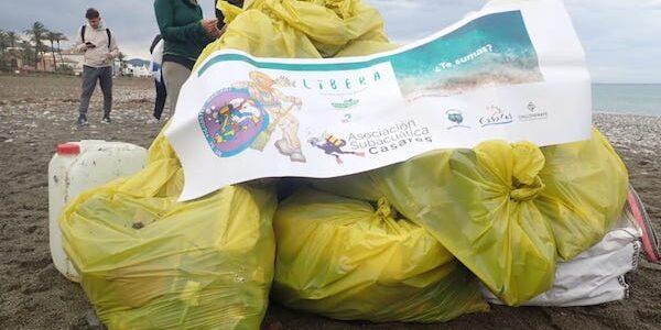 Limpieza de fondos marinos en Casares – Málaga